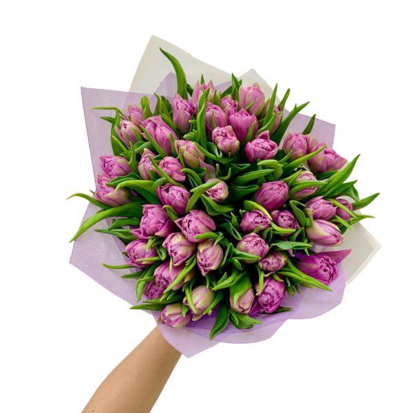 Букет из сиреневых махровых тюльпанов фото