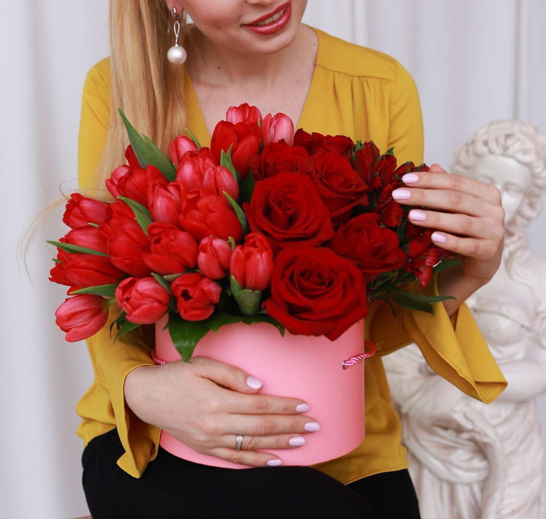 Коробка с цветами 8 марта фото